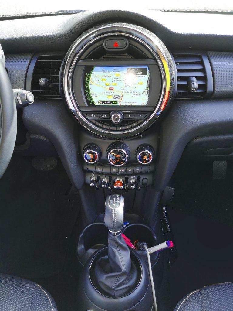 Intérieur d'une voiture - Boite automatique - Reflex auto ecole
