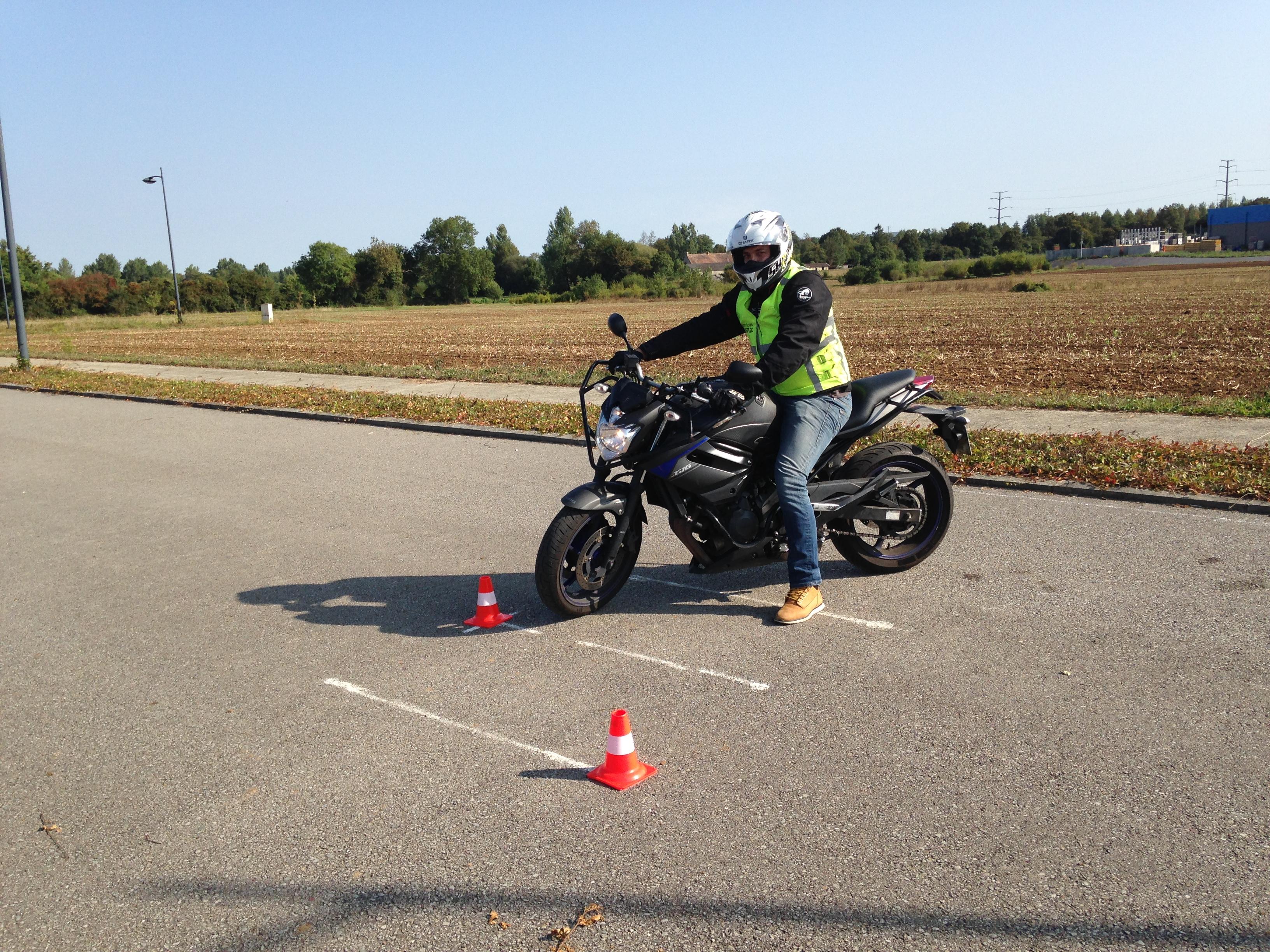 Photo d'une mise en scène Moto - Reflex Auto Ecole - Passerelle A